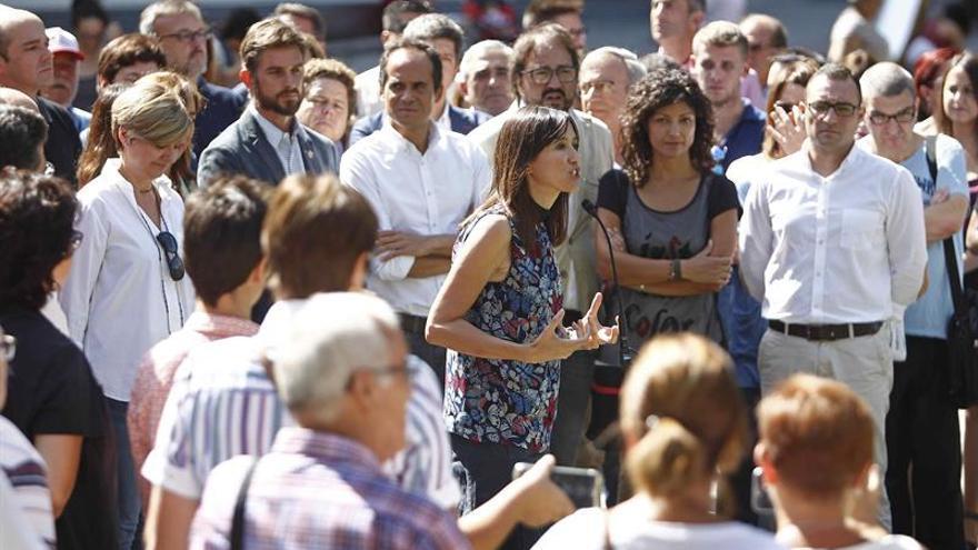 Núria Parlon formaliza su candidatura a las primarias para liderar el PSC