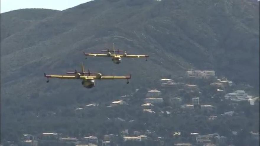 El Gobierno envía más refuerzos: cinco aviones y tres helicópteros se desplazan a Gran Canaria