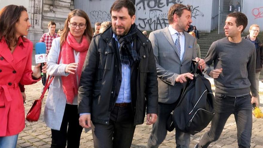 Toni Comín junto a algunos de los exconsellers en una de las citas con la justicia belga
