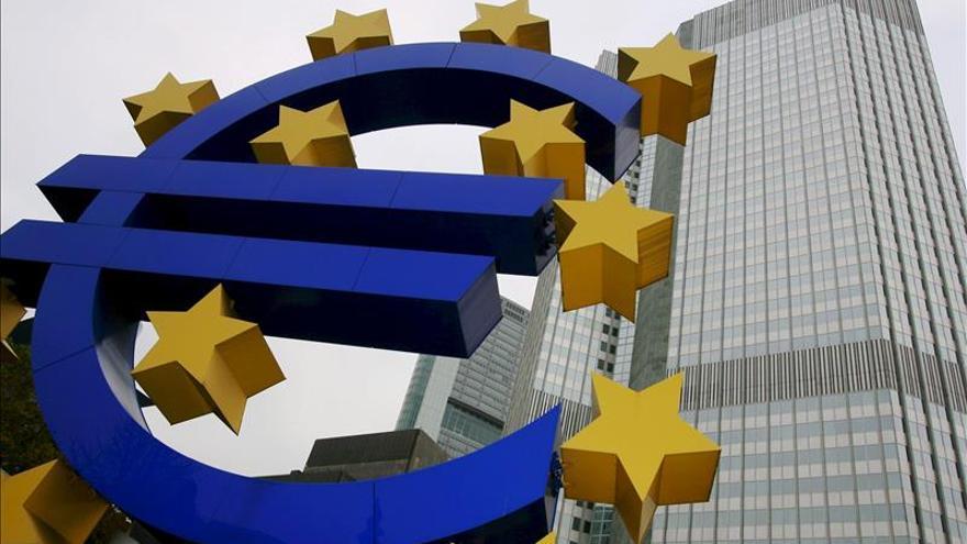 El BCE presta 104.538 millones de euros al 0,05 por ciento en la subasta semanal