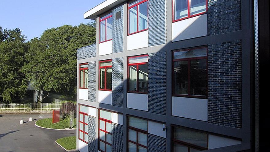 Instituto de Diseño Interactivo de Ivrea, con sus ladrillos azules (Foto: Michiel Mobach | Flickr)