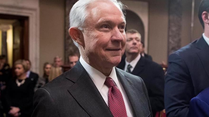 El fiscal general de EE.UU. se apartará de pesquisas sobre Rusia si es necesario
