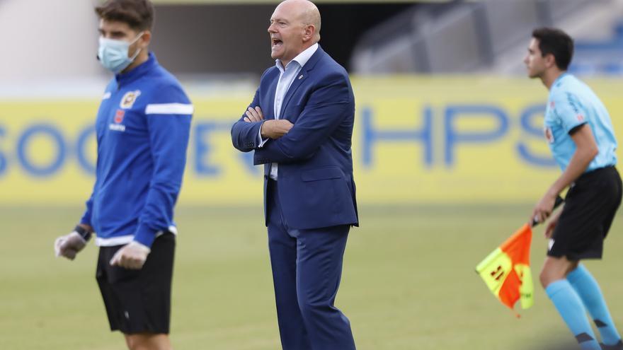 Pepe Mel, muy crítico con el césped del Estadio de Gran Canaria