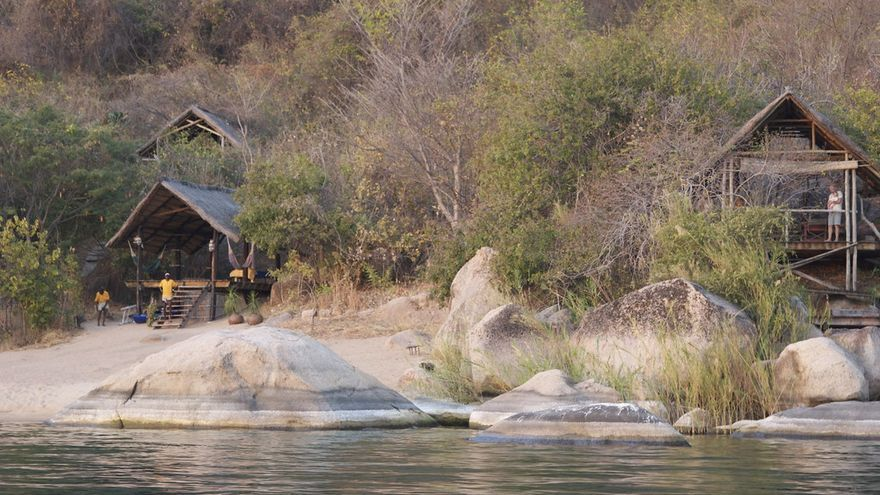 Cabañas a las orillas del Malawi. SarahDepper