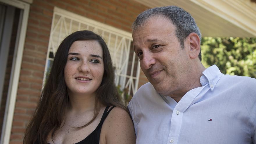 Yael, la hija mediana de Sergio Haimovich, con su padre