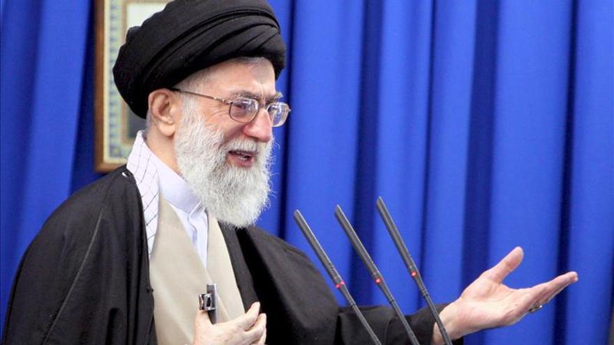 """Jameneí dice que Irán """"negociará con Satán"""", en referencia a EE.UU."""