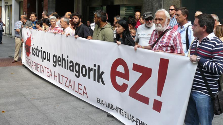 Sindicatos nacionalistas se manifiestan frente a la inspección de trabajo en Bilbao. /G. A.