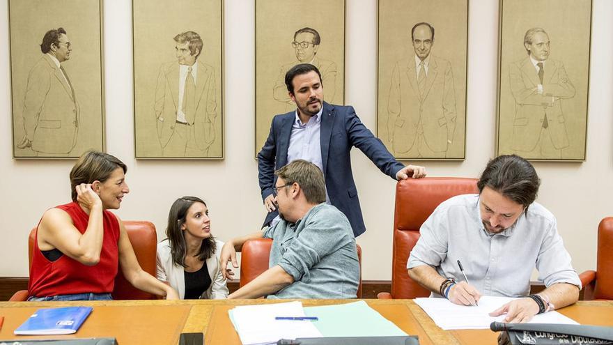 Yolanda Díaz, Irene Montero, Xavier Domènech, Alberto Garzón y Pablo Iglesias.