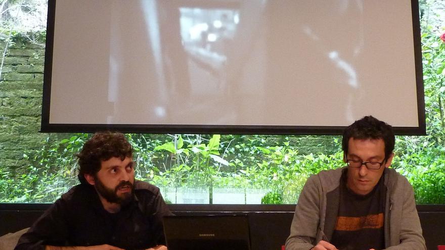 Alberto Santamaría y César Renueles, de izquierda a derecha, durante la apertura del encuentro 'Políticas visuales, escrituras políticas'.