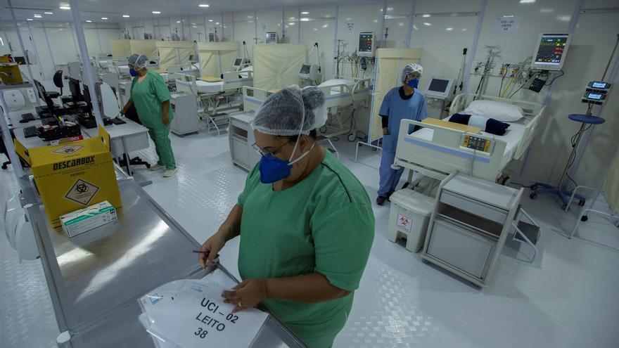 Brasil camina hacia los 21,6 millones de positivos, pero covid sigue cayendo