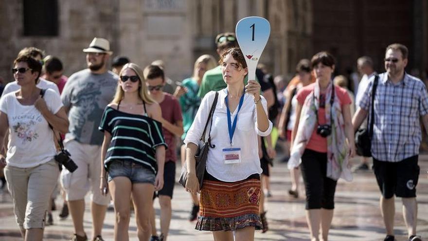 España recibe a 52,5 millones de turistas hasta agosto, un 10,1 % más