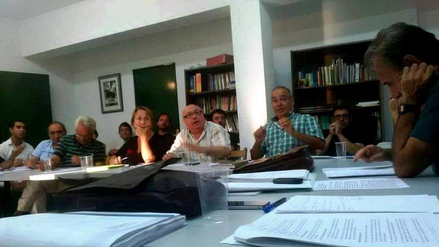 Reunión de IU Extremadura en Mérida para preparar sus enmiendas/IU
