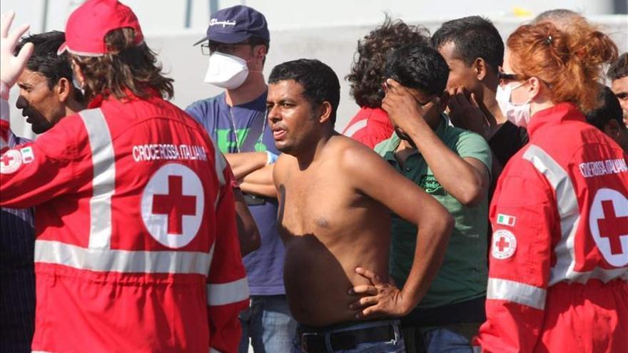 La Fragata Canarias rescata a 112 inmigrantes y un cadáver en aguas del Mediterráneo