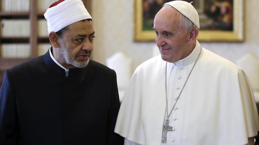 Imán de Al Azhar dice que el terrorismo surge de la política y no de religión