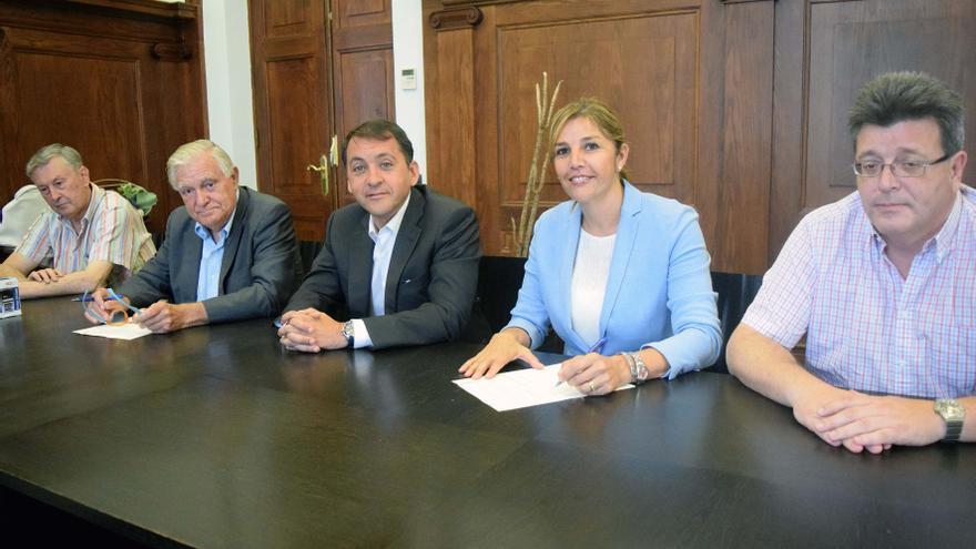 Momento de la firma del acuerdo entre el Ayuntamiento de Santa Cruz y el CICOP