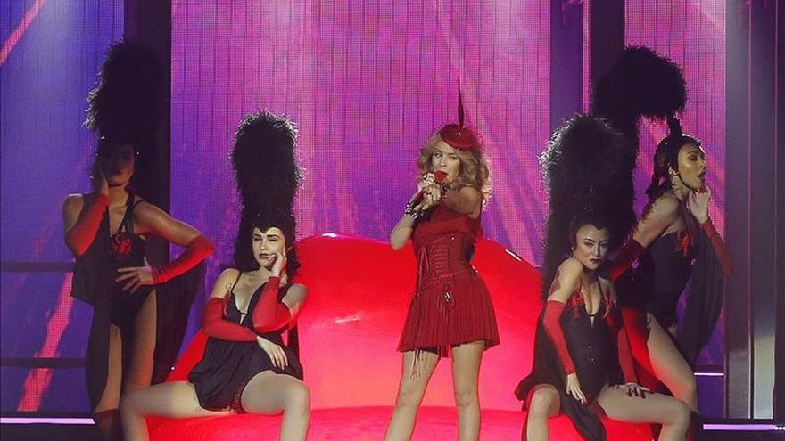 Kylie Minogue dice que el secreto de su admirado trasero son los tacones
