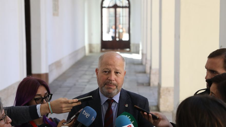 """Imbroda lamenta que Andalucía """"siga en el furgón de cola"""" y pide """"unidad"""" para revertir los datos del PISA"""