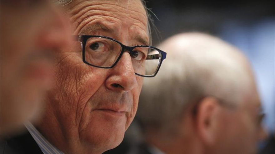 Juncker acusa a Renzi y Cameron de mentir a los ciudadanos en la última cumbre
