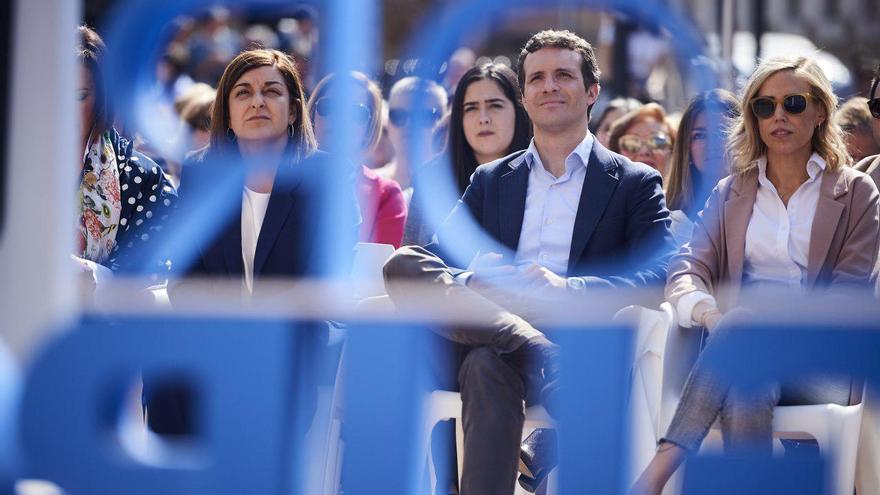 María José Sáenz de Buruaga y Pablo Casado en un acto del PP. | JUANMA SERRANO