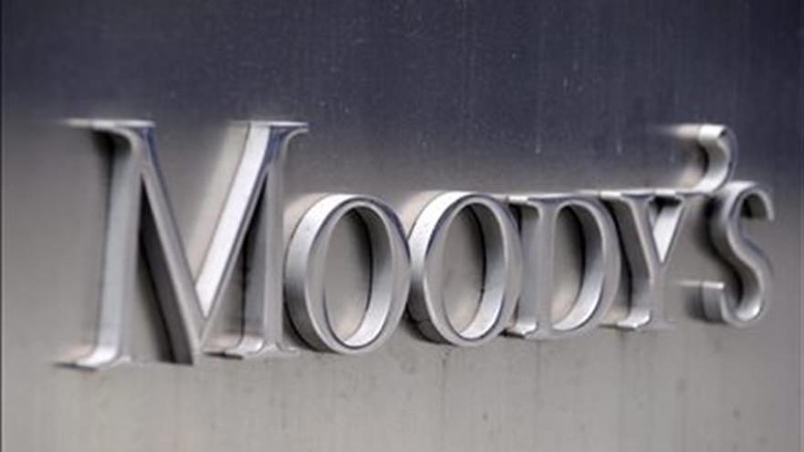 Moody's baja a negativa su perspectiva para el sistema bancario chileno