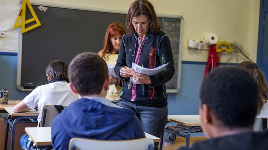 Las plantillas de profesores de la escuela pública no se han recuperado aún de los recortes.