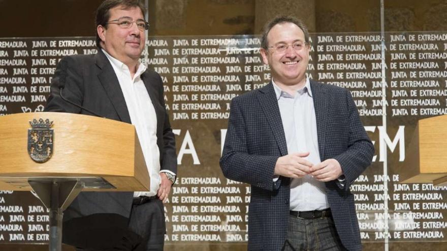 El presidente de la Junta de Extremadura, Guillermo Fernández Vara, junto a Jesús Cimarro