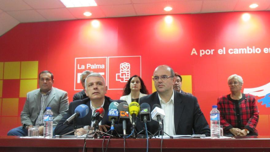 Manuel Marcos Pérez y Anselmo Pestana estuvieron acompañados por varios consejeros. Foto: LUZ RODRÍGUEZ