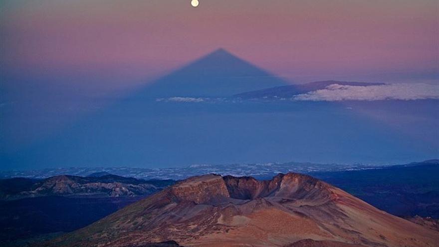 Este domingo la sombra del Teide se alineará con la 'SuperLuna'
