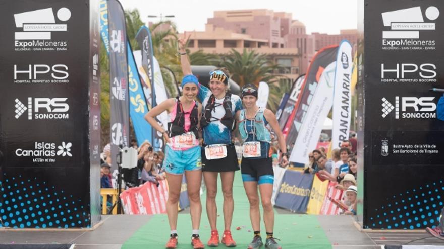 Podio femenino de la Transgrancanaria Maratón.