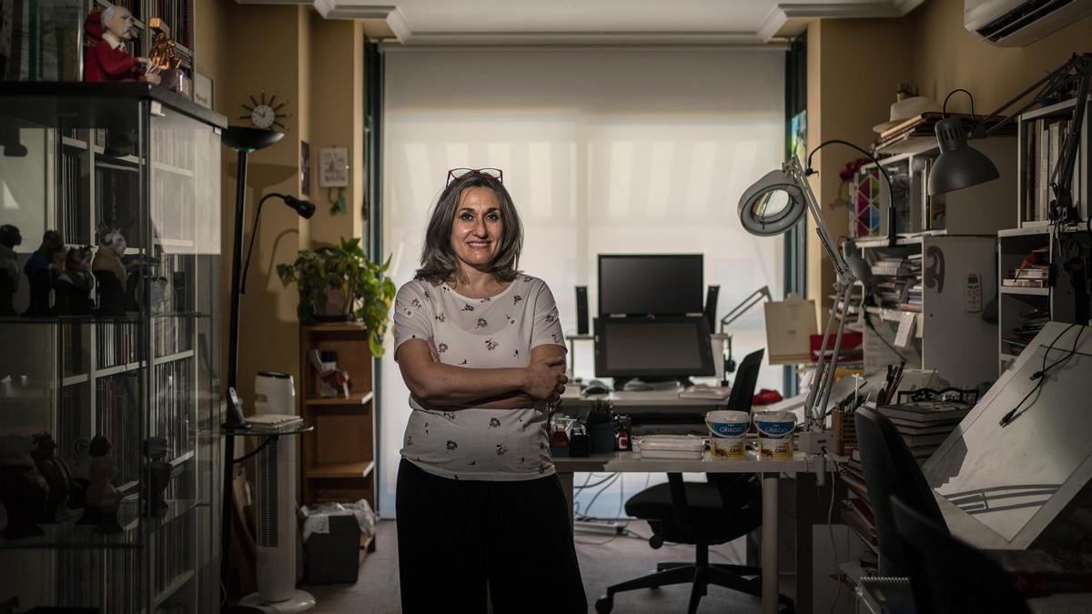 Teresa Valero, autora de 'Contrapaso. Los hijos de los otros', en su estudio de Madrid.