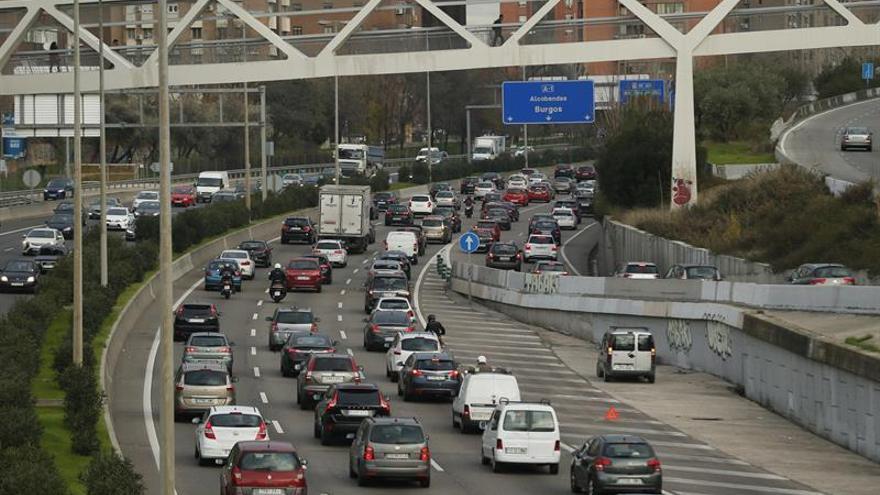 Madrid amanece con la mitad de coches en su almendra central