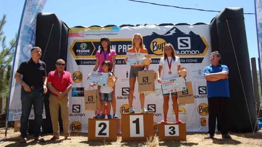 Podio femenino de la Chandrexa Trail.