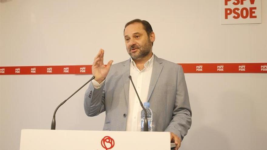 El portavoz del PSOE en el Congreso de los Diputados, Jose Luis Ábalos, en la sede del partido en Valencia.
