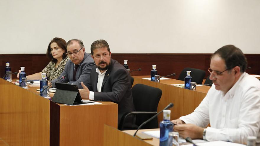 Francisco Torrecilla (PSOE) se dirige a Benjamín Prieto (PP)