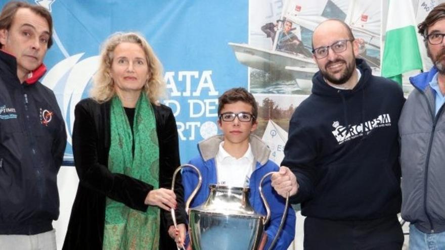 Vela: Alberto Arauz reina en El Puerto