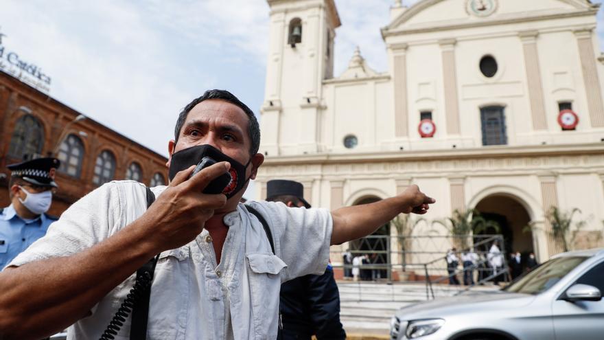 Insultan al expresidente paraguayo Cartes antes de la boda de su hija