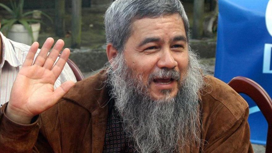 Exlíder del ELN pide perdón a ministro colombiano por asesinato de su padre