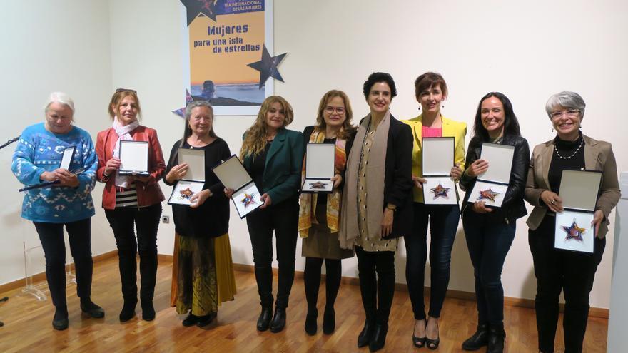En la imagen, la consejera Jovita Monterrey con las mujeres homenajeadas.