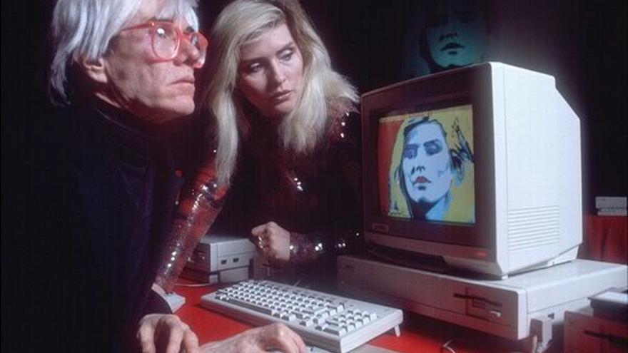 Warhol y Debbie Harry con el Amiga 1000