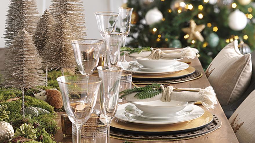 Decora tu mesa de Navidad según las tendencias de este año.