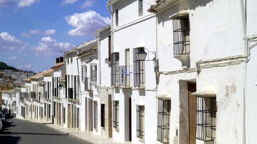 """Estepa contabiliza siete vecinos contagiados y el alcalde llama a """"cumplir"""" el confinamiento"""