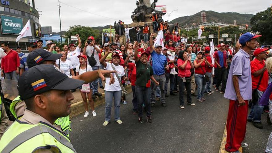 """Miles de chavistas se manifiestan en apoyo a Maduro y """"en defensa de la paz"""""""