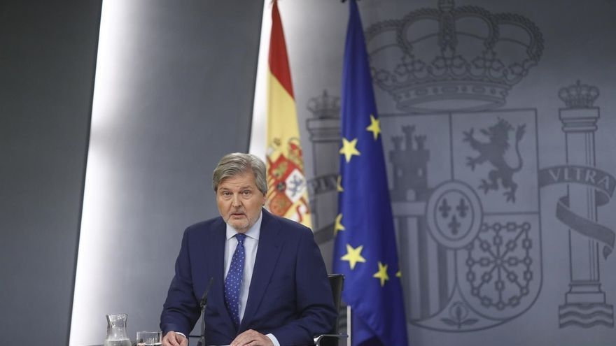 """El Gobierno dice a Sánchez que la """"purga"""" de Puigdemont muestra que solo quiere referéndum, no reformar la Constitución"""