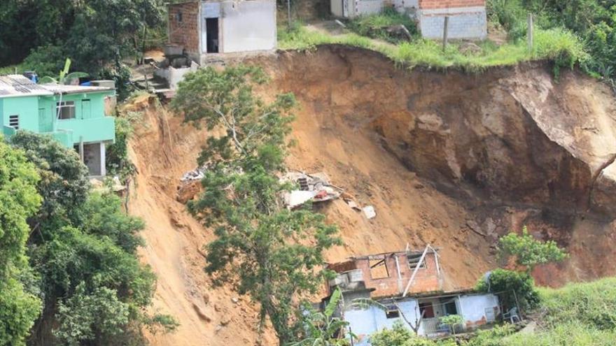 Al menos nueve muertos y once heridos deja un deslizamiento de tierra en Río de Janeiro