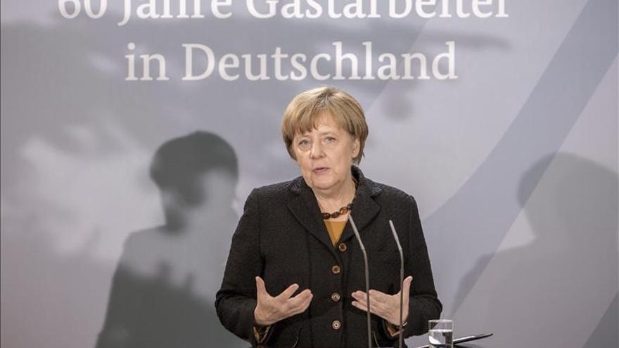 Merkel apunta que una sociedad abierta es clave para integrar a los inmigrantes