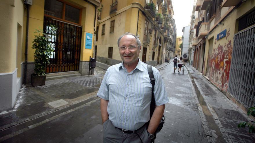 Joan Llinares en una calle de Valencia.