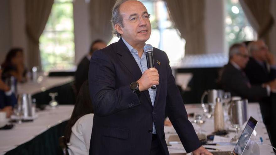 El expresidente mexicano Felipe Calderón habla durante la primera jornada del segundo Foro Global América Latina y el Caribe, este jueves en la Union League Club de Nueva York (EE.UU.).