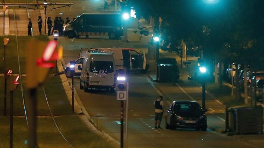 El hombre hallado muerto en el coche de la Diagonal falleció por arma blanca