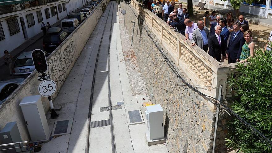 Ximo Pug, a la derecha, durante la inauguración del tramo Altea-Calpe de la línea 9 del Tram de Alicante.