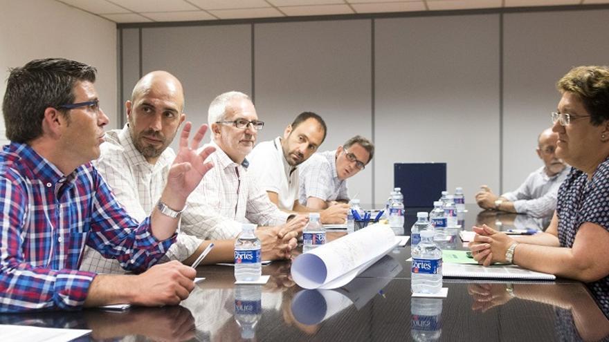 Imatge d'una reuniuó de Jorge Rodríguez i Pablo seguí amb alcaldes
